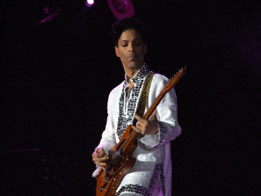 Prince+playing+at+Coachella+2008.