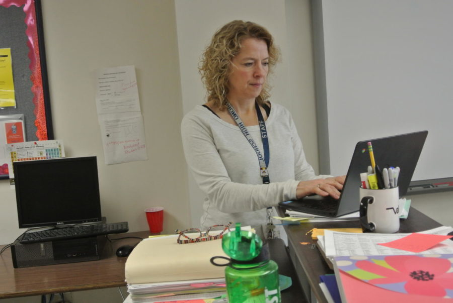 Special+education+teacher+Lee+Starr+working+on+paperwork+for+her+students+to+be+sure+that+they+are+getting+the+accommodations+needed.++