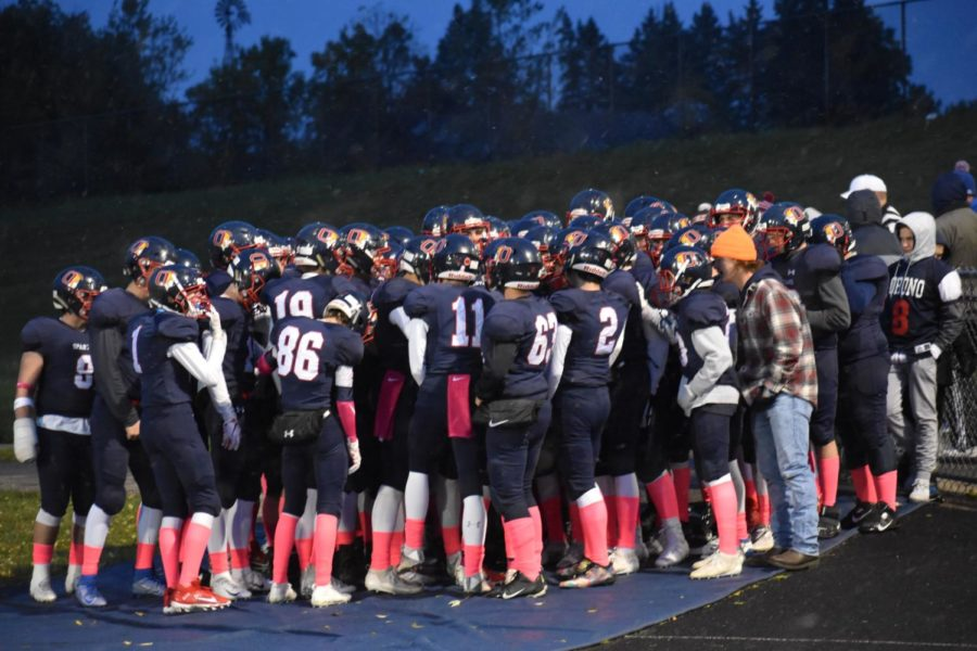 The+Orono+Football+team+huddles+together+tightly+before+the+game.