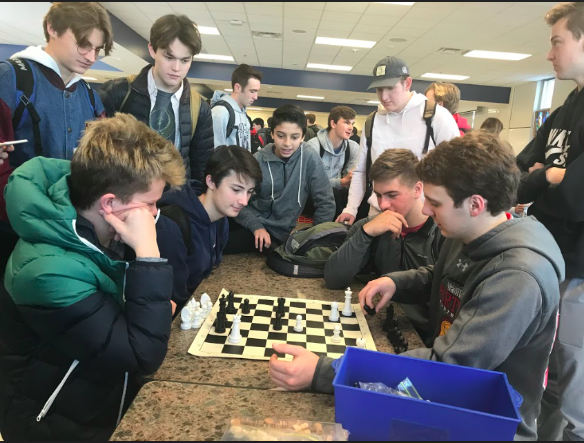 The+Chess+Club+gathers+around+seniors+Nick+Lewis%2C+Devin+Hunt%2C+Nick+Byrnes+and+Peter+Andrews.+